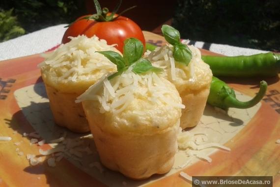 Briose sarate, cu cascaval si legume proaspete