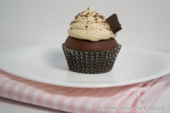 Briosa cu ciocolata, crema de mascarpone si cafea