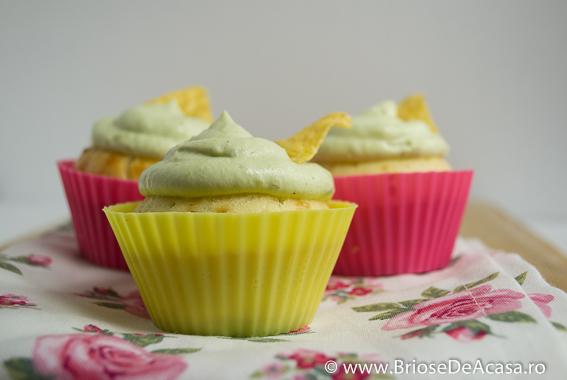 Briose aperitiv cu crema de avocado