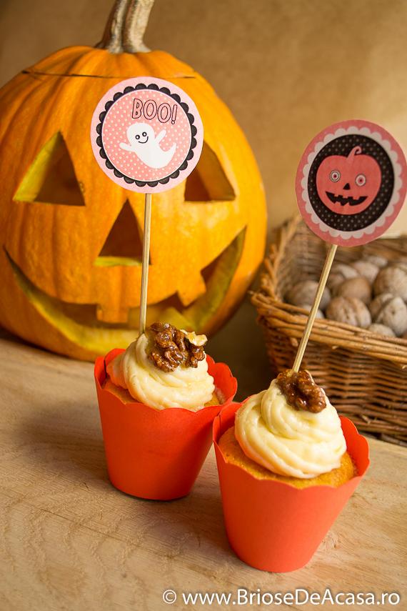 Halloween cupcakes cu dovleac, scortisoara si nuci caramelizate