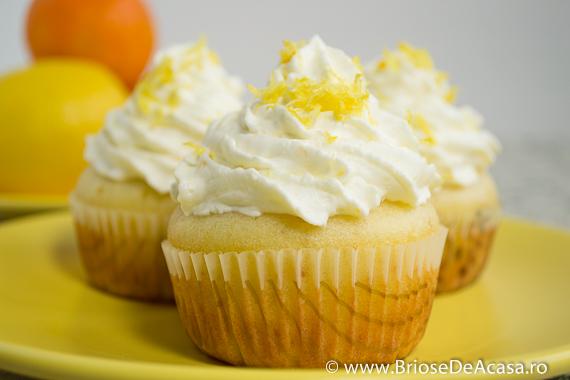 Cupcakes cu capsuni si frosting de mascarpone cu lamaie