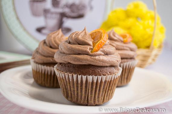 Cupcakes cu ciocolata si felii de mandarina