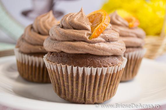 Cupcakes cu crema de ciocolata si mandarine