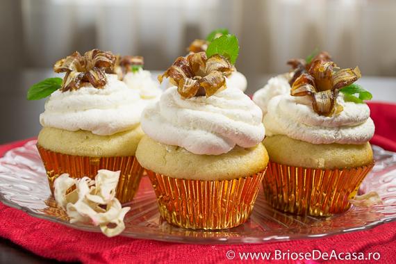 Cupcakes cu frunze de menta si flori din curmale