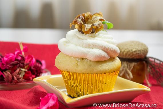 Cupcakes cu mousse de ciocolata alba si curmale