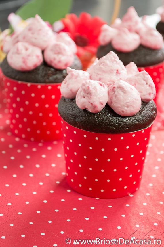 Muffins cu ciocolata si zmeura