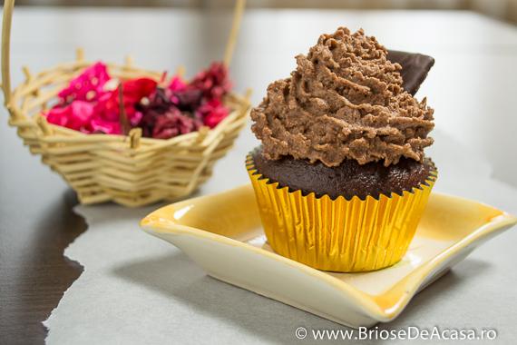 Cupcake cu cacao si ciocolata cu menta