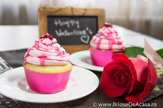 Cupcakes cu sirop si petale de trandafiri