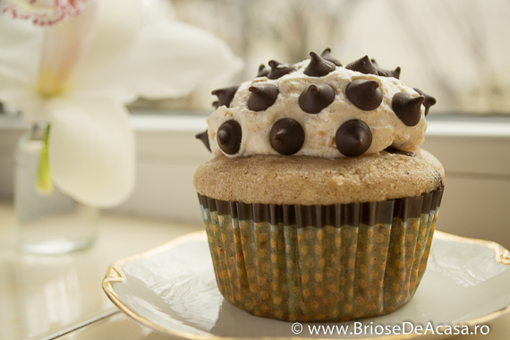 Briose cu ciocolata, scortisoara si unt de arahide