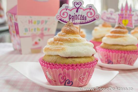 Cupcakes cu dulceata de trandafiri si bezea