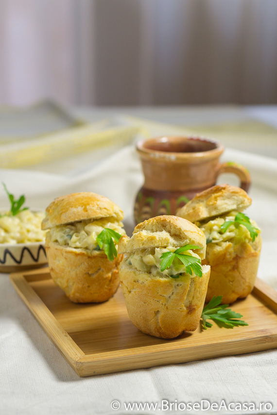Briose aperitiv cu salata de ciuperci, fasole si usturoi