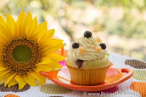 cupcakes  cu pepene galben si afine