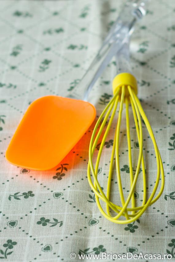 spatula si tel din silicon pentru briose