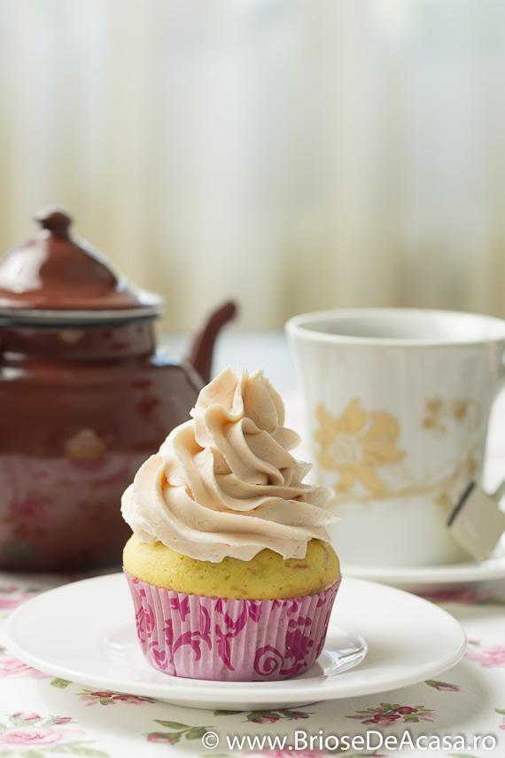 Cupcakes cu piure de rubarba