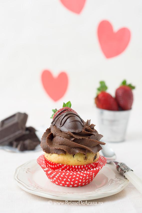 Briose Valentine's Day cu ciocolata si capsuni
