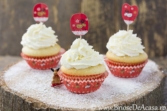 Cupcakes cu fulgi de nuca de cocos