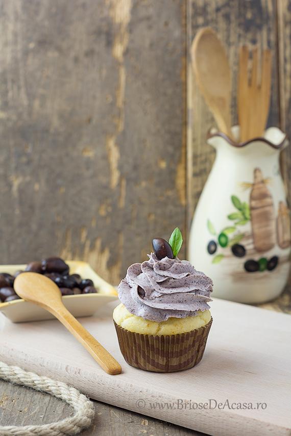 Briose aperitiv cu iaurt, crema de branza si pasta de masline