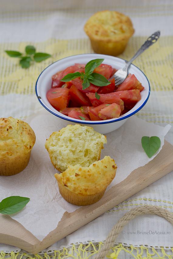 Briose aperitiv cu branza de capra si salata de rosii