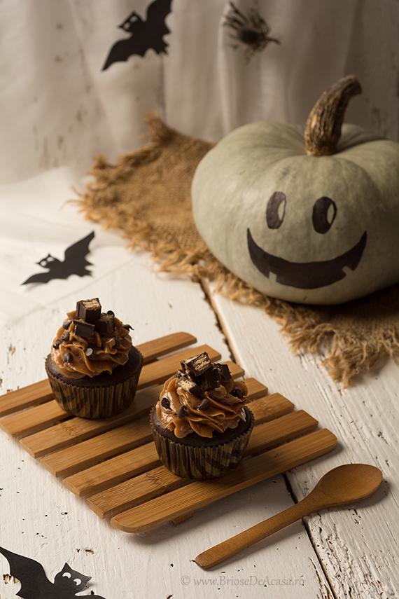 Cupcakes de Halloween cu frosting de dovleac si ciocolata