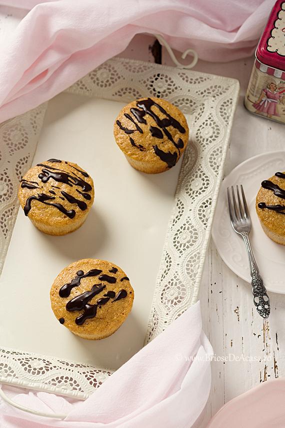 Briose Dukan cu stafide si ciocolata amaruie